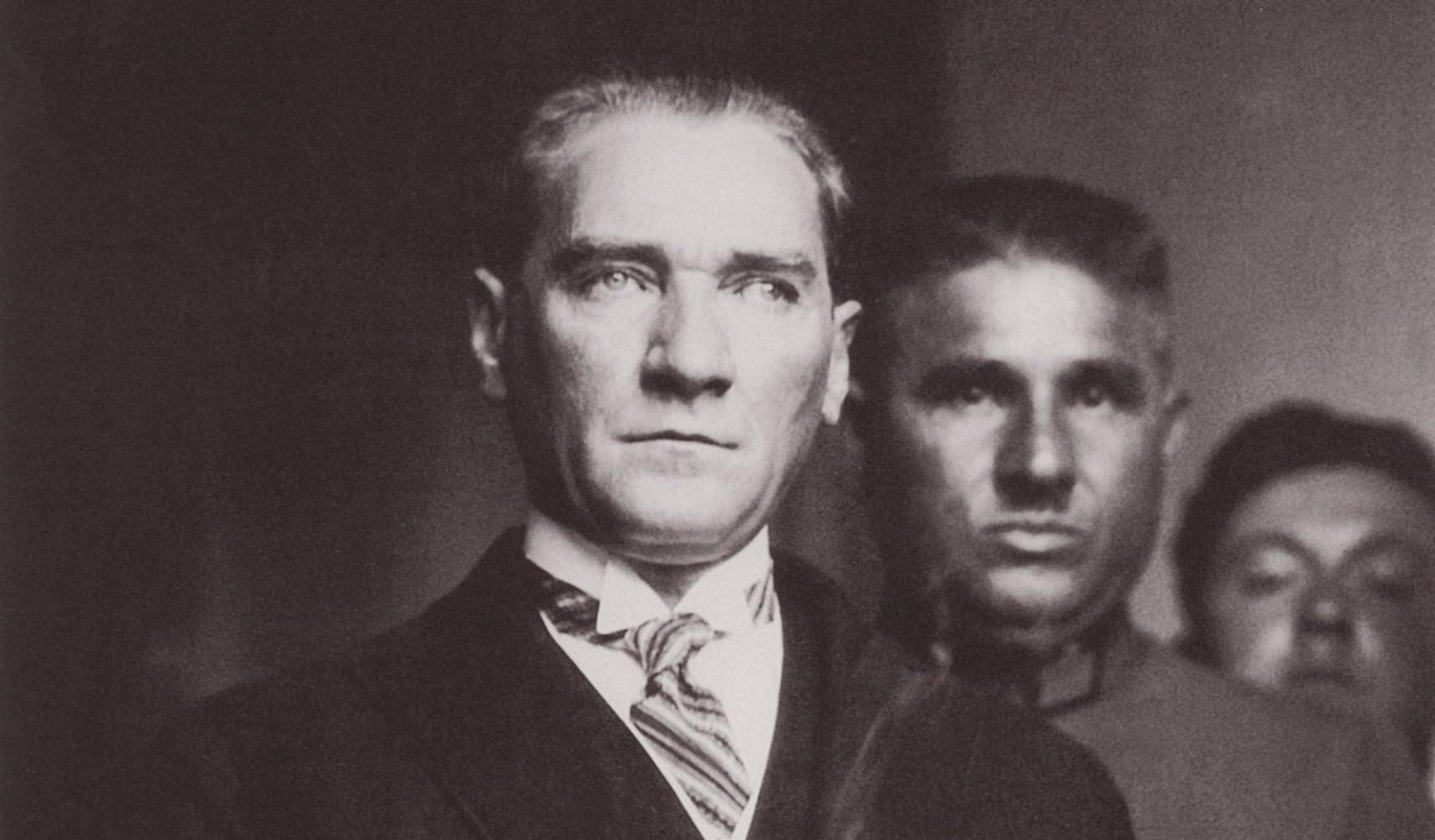 Atatürk Ve Yahya Kemal Mustafakemâlim
